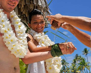 BORA BORA TRADITIONAL WEDDING