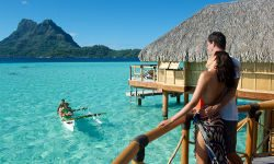 canoe breakfast on moorea island
