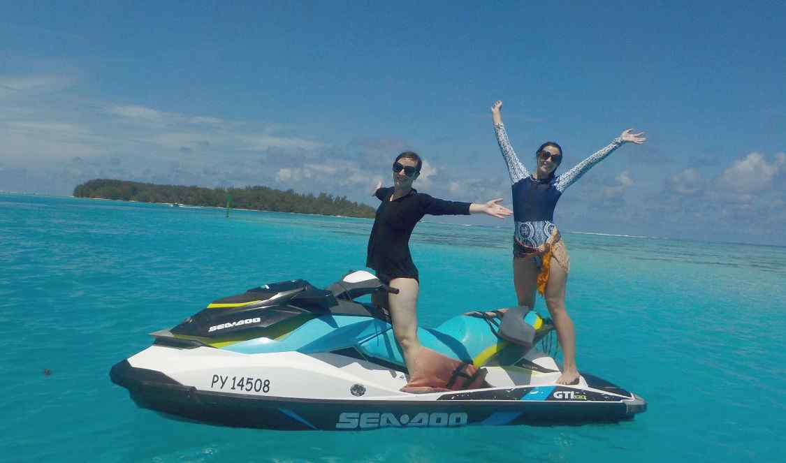friends on jetski-tour in Bora Bora during their vacation