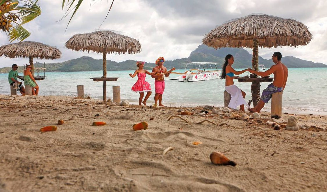 lunch time in bora bora  our-vacation in french polynesia