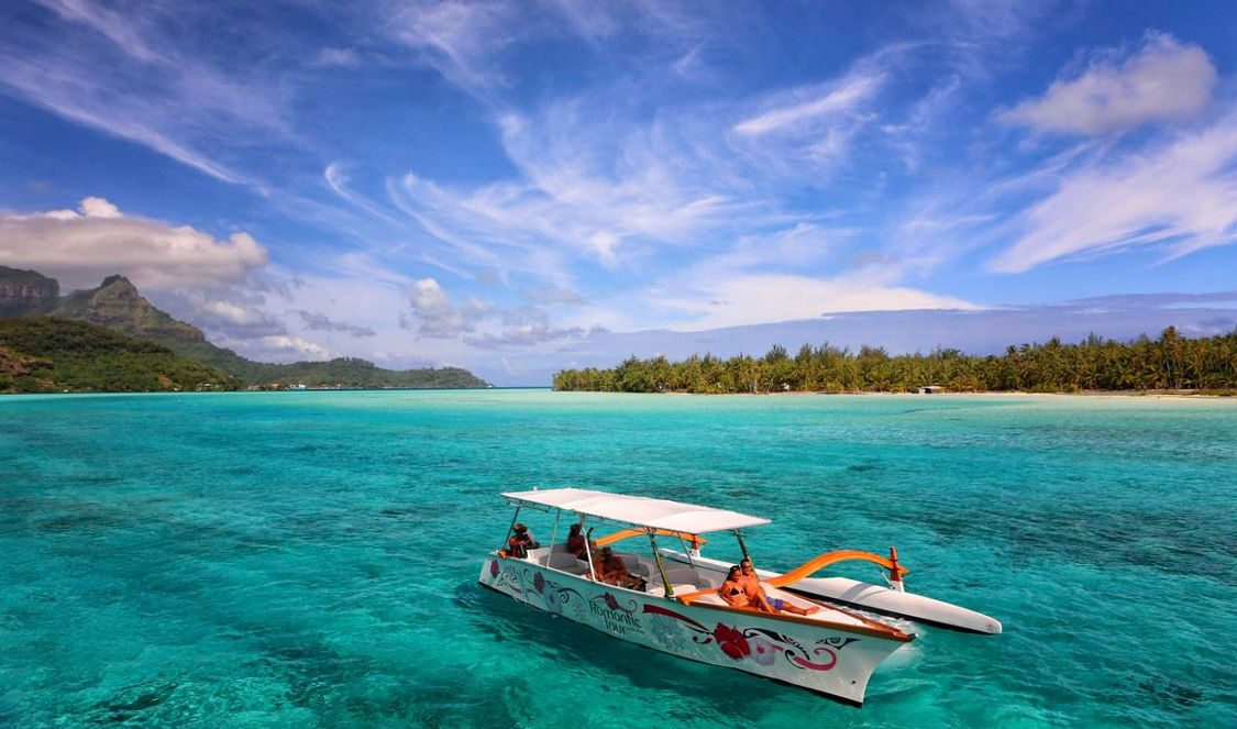 romantic cruise + lagoon discovery + lunch on an islet in bora bora for couples and honeymooners