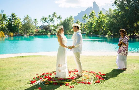 get married in tahiti, tahitian wedding in bora bora