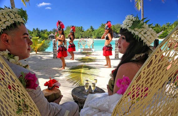 tahitian wedding ceremony at Le Meridien bora bora