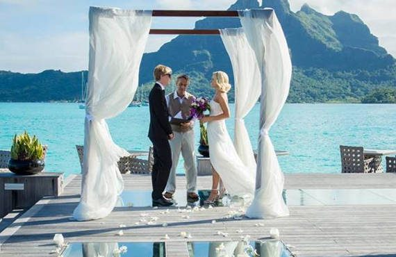 tahitian wedding ceremony at Saint Regis bora bora