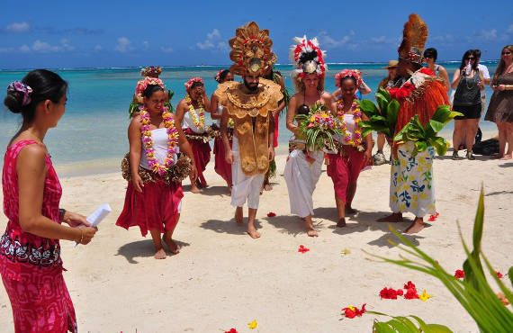 tahitian wedding ceremony in moorea